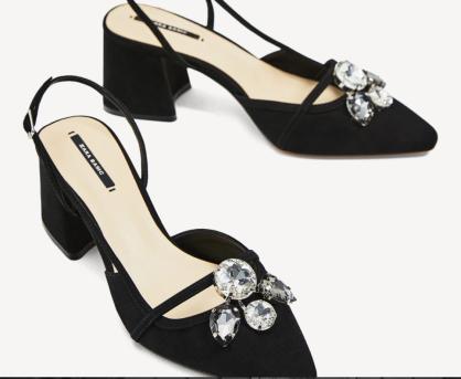 https://www.zara.com/ch/fr/femme/chaussures/tout-voir/chaussures-à-talons-avec-bijou-et-ouvertes-à-l-arrière-c719531p4333509.html
