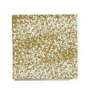 serviette en papier dorée Ferm Living sur solskenshop