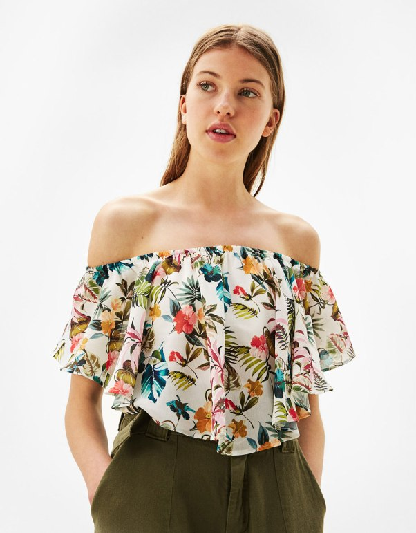 https://www.bershka.com/ch/woman/clothes/tops/flowing-off-the-shoulder-t-shirt-c1010193220p101172727.html?colorId=251