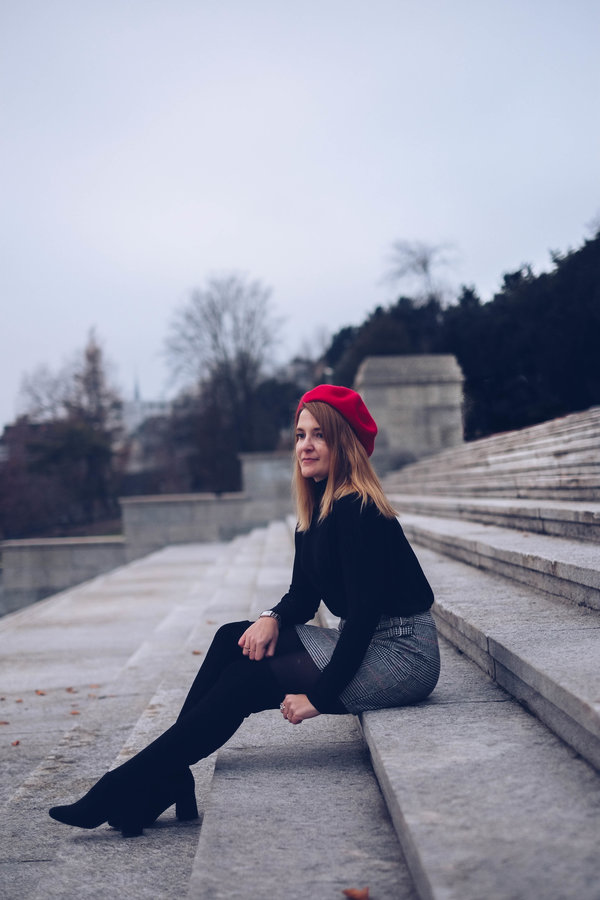 beret-rouge-jupe-cuissardes-chicandswiss 3