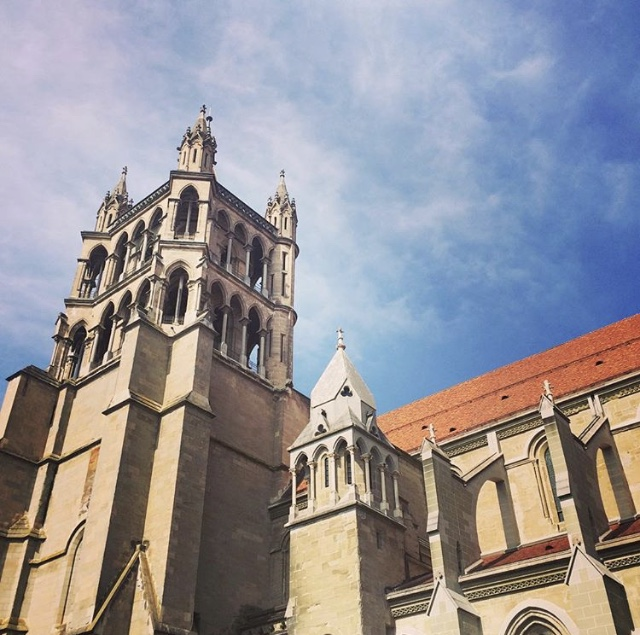 vue-cathedrale-lausanne-chicandswiss