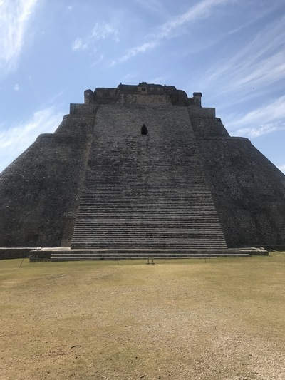 uxmal-pyramide-temple-chicandswiss