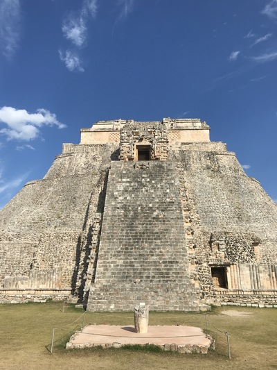 uxmal-pyramide-temple-chicandswiss13