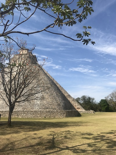 uxmal-pyramide-temple-chicandswiss3