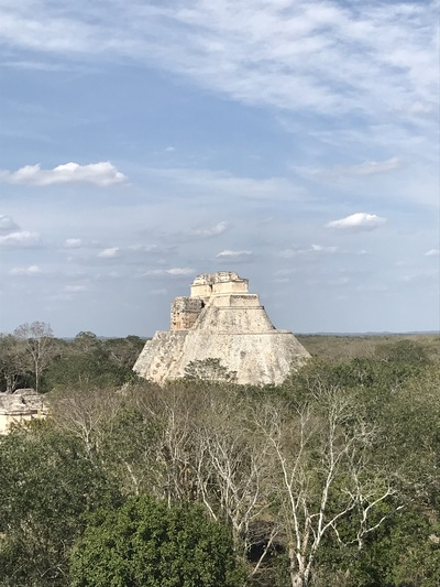 uxmal-pyramide-temple-chicandswiss8